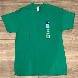 plain green Gildan shirt